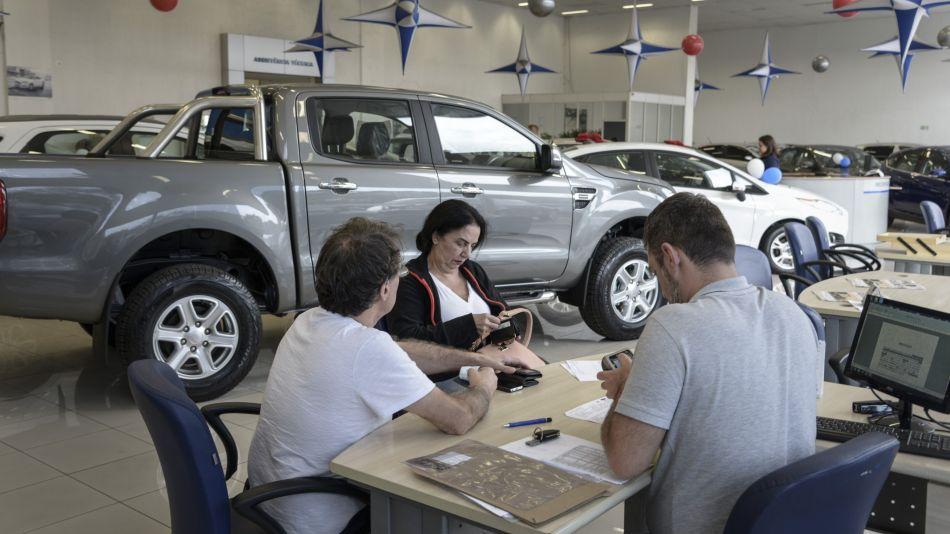 Autos y dólar blue: cómo aprovechar la brecha para comprar 0 km y usados