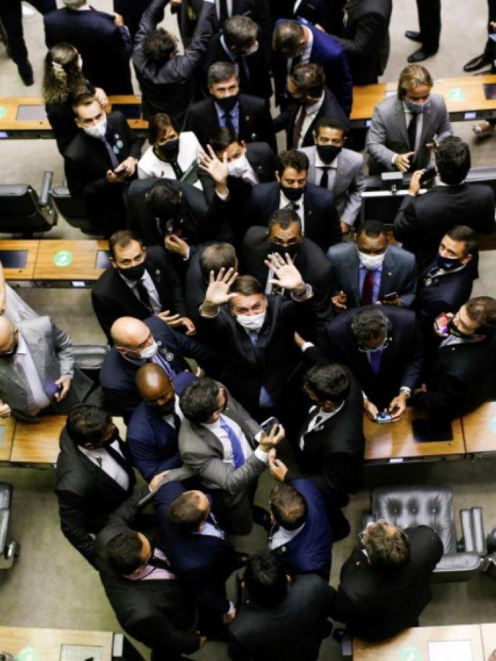 Brasil: Bolsonaro es abucheado en el Congreso por la oposición - Noticias económicas, financieras y de negocios - El Cronista