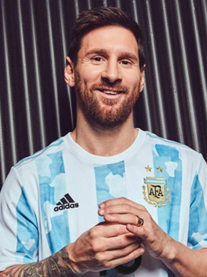 La Selección argentina tiene nueva camiseta oficial: cuánto cuesta -  Noticias económicas, financieras y de negocios - El Cronista