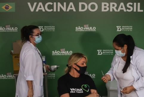 Facebook censuró un video de Bolsonaro por vincular la vacuna contra Covid-19 con el HIV