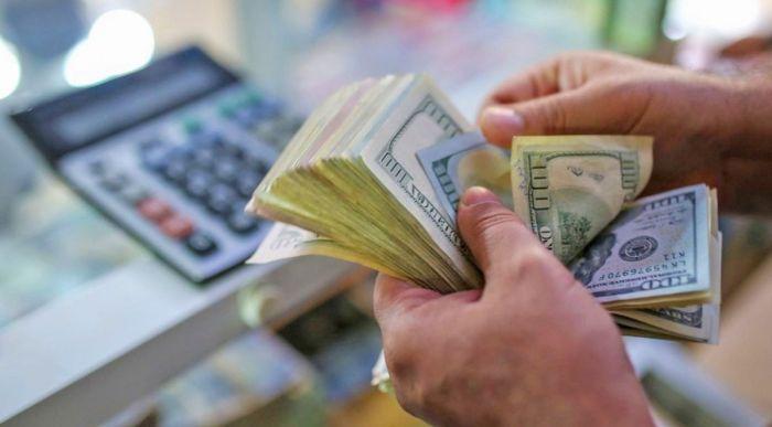 Dólar ahorro: ¿Hay que sacar turno para retirar los billetes del banco?